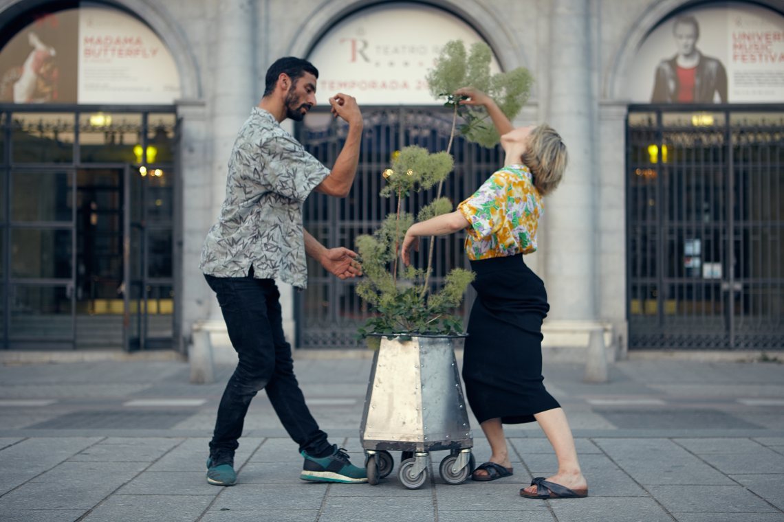 people_plants_performing_arts
